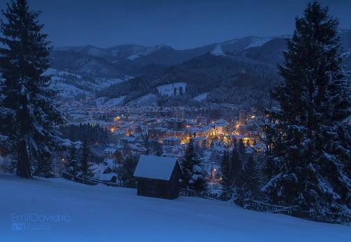 Seara de iarna albastra in Bucovina